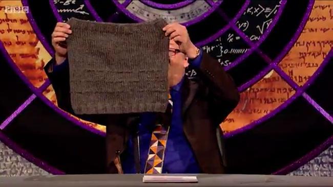 Karen Templer's Morse Code Cowl on Stephen Fry's QI