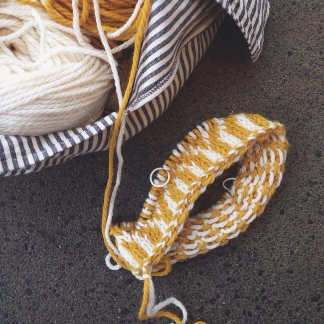Top 2 ways to purl a stitch